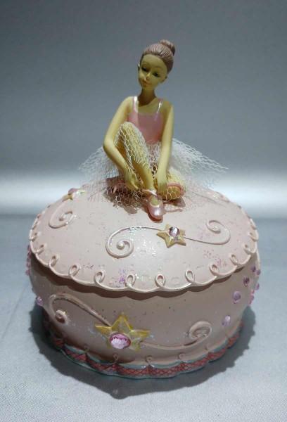 Ballerina auf Schatulle